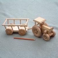 Traktor med høyvogn